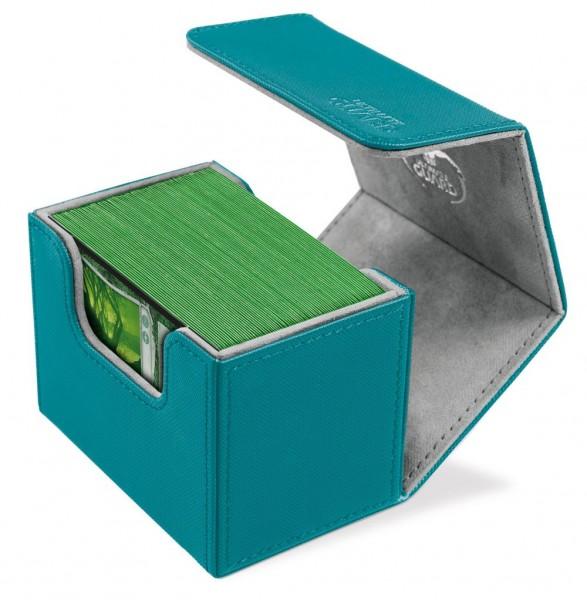 Das innovative SideWinder™ Deck Case ermöglicht einen besonders einfach Zugriff von beiden Seiten auf Ihr Kartendeck. Ideal für den Schutz und die sichere Aufbewahrung von Karten der Standardgröße in zwei Hüllen (double-sleeved).