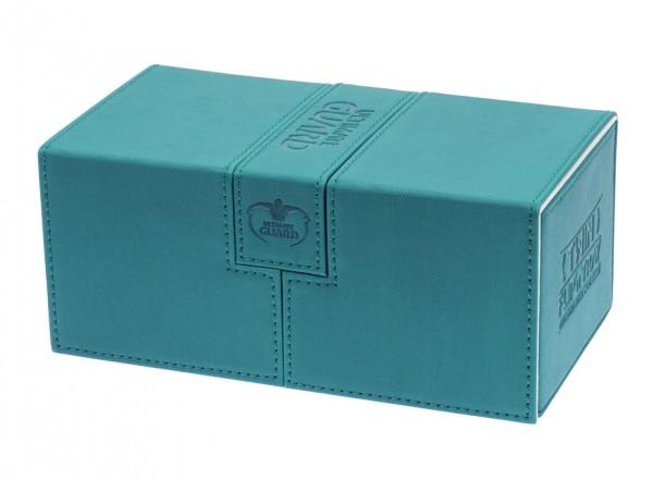 Luxuriöse Kartenbox mit Magnet-Verschluss und Karten- und Zubehörfächern für den Schutz und die archivierungssichere Aufbewahrung von bis zu 200 Karten der Standardgröße (z.B. Magic the Gathering™, Pokemon™, usw.) in zwei Hüllen (double-sleeved).- Bietet